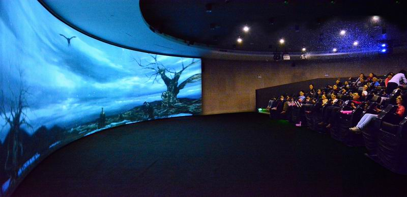 影院_4d动感影院正在上演《剑齿王朝》